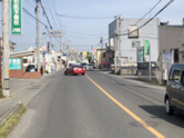 小串方面からは、トライアルを右に見ながら、長谷川眼科の角を右折します。
